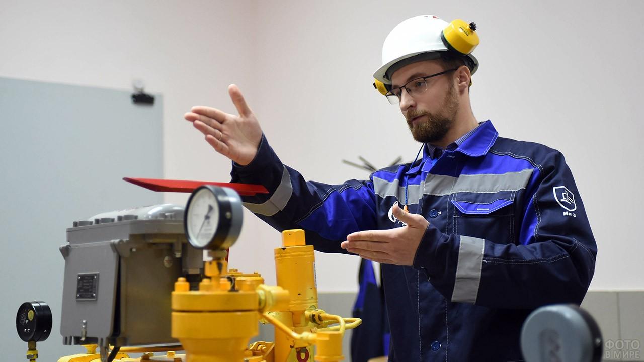 Инженер-газовик на учебном стенде