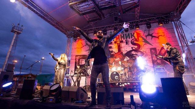 Концерт в День нефтяника в московском парке