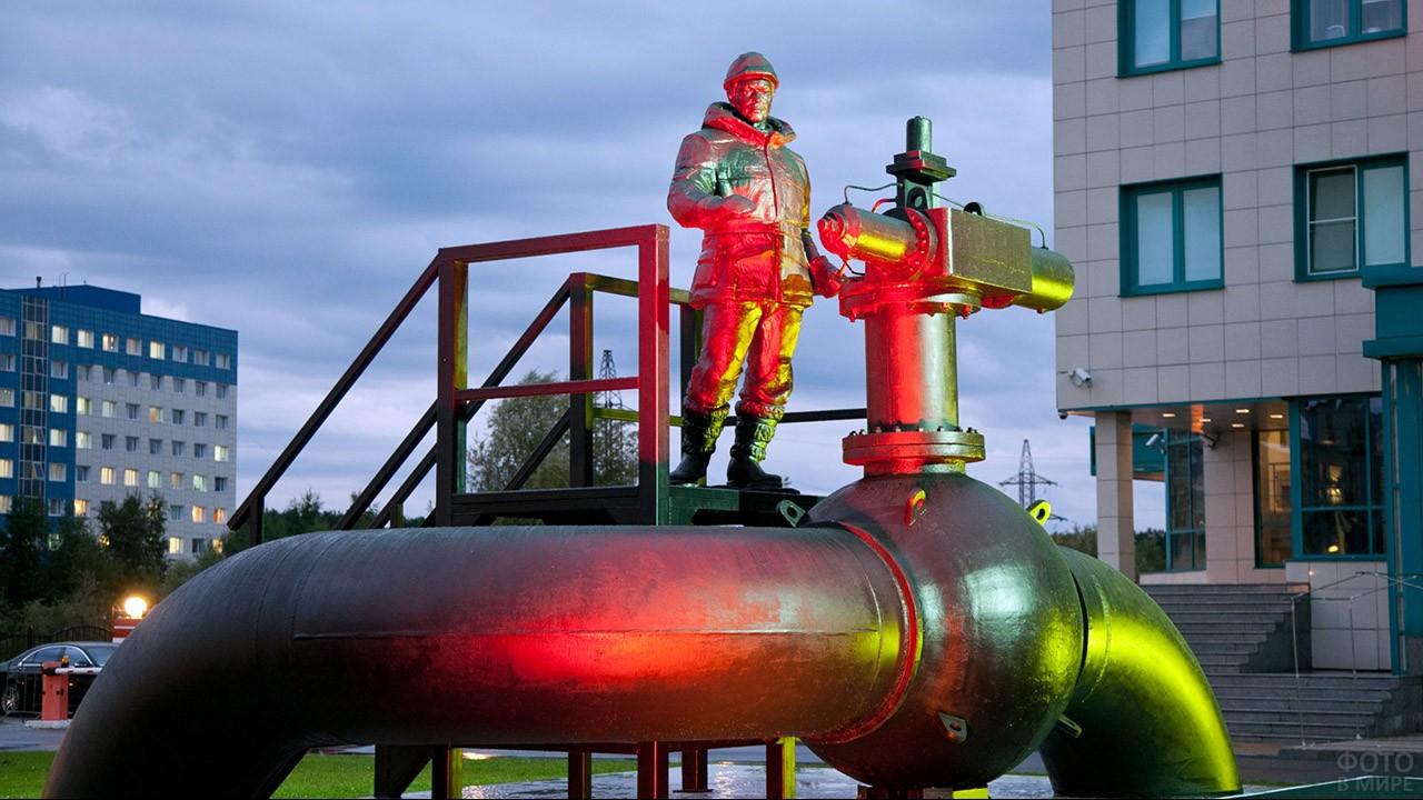 Памятник работнику нефтегазовой промышленности в Сургуте
