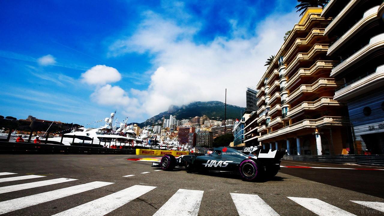 Болид на набережной в Монте-Карло