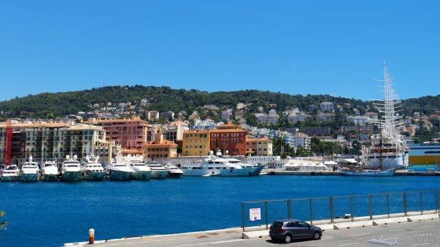 Набережная в порту Ниццы