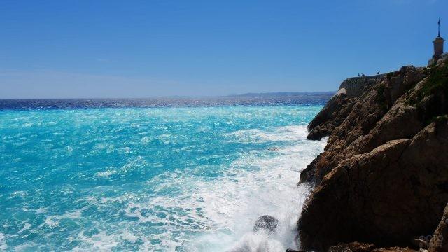 Скалистый берег Средиземного моря