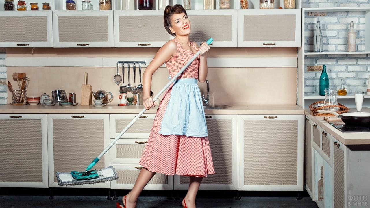 Шикарная уборщица на кухне