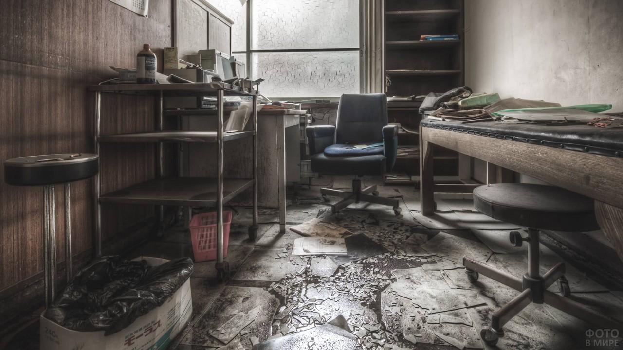 Кабинет в японской заброшенной больнице