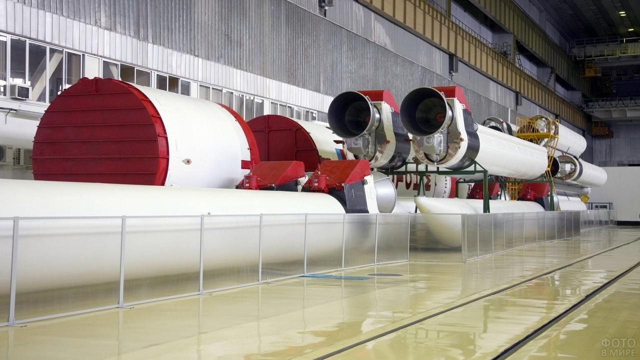 Ракета Протон-М в разобранном виде