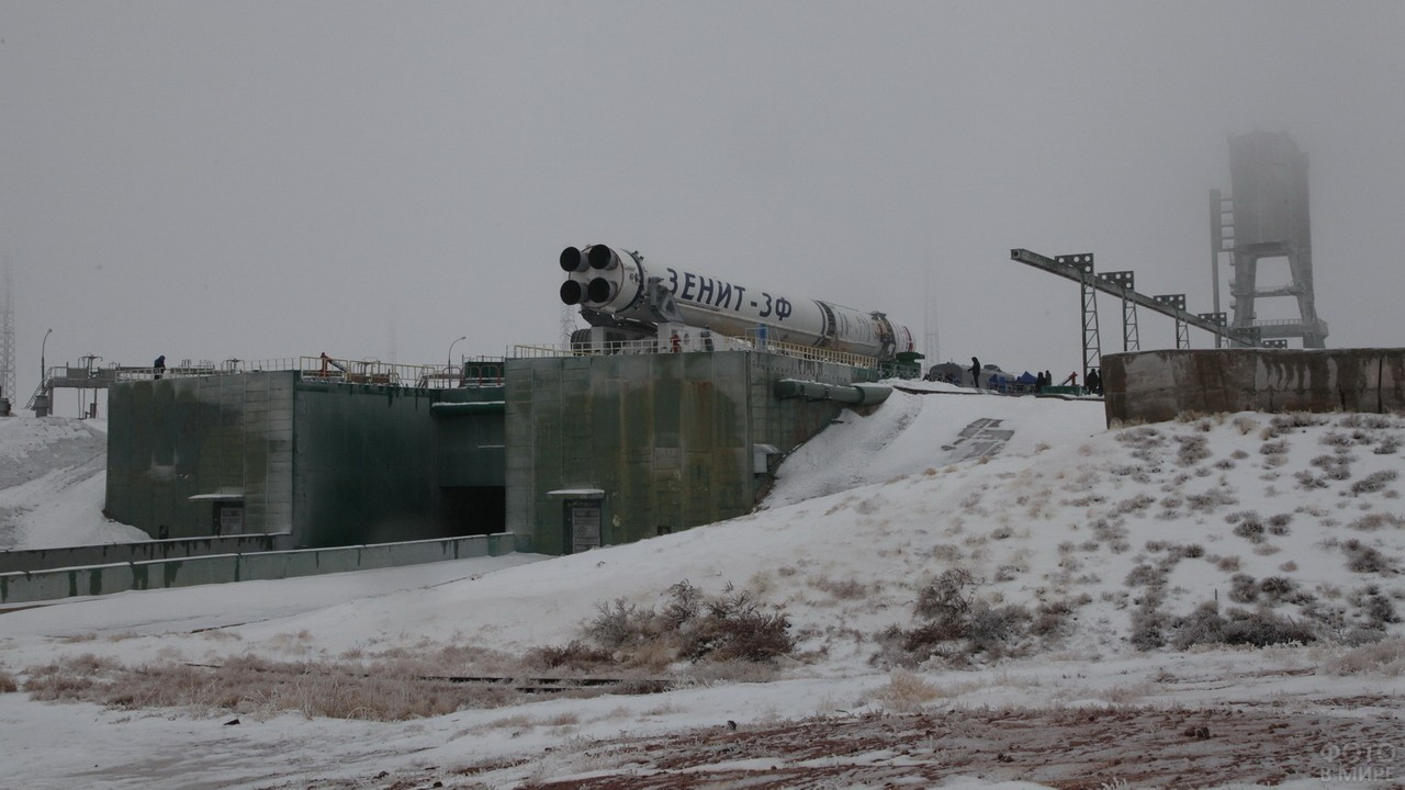 Ракета Зенит на стартовой площадке зимой
