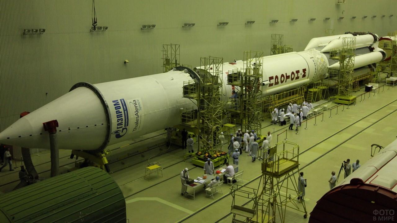 Технические работы с ракетой Протон-М