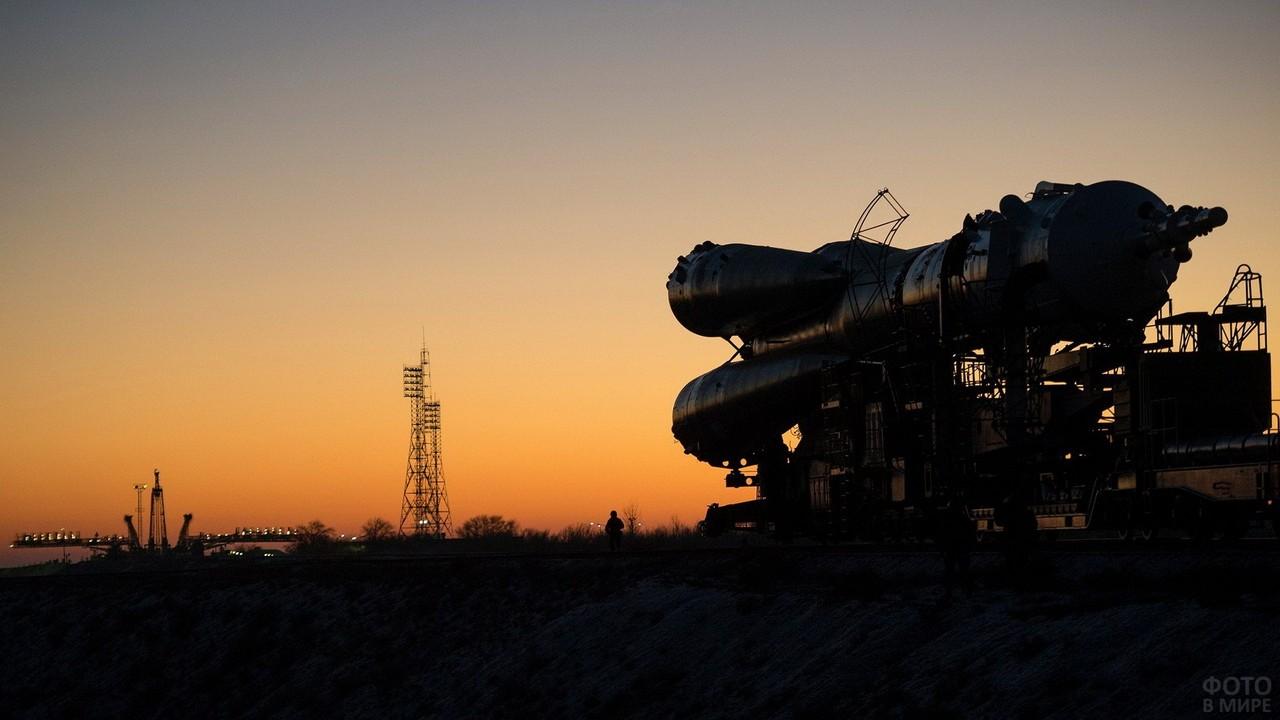 Транспортировка ракеты по железной дороге