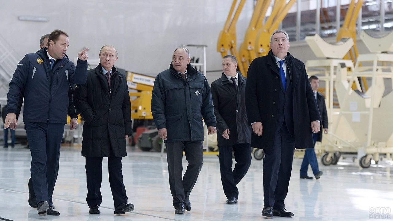 Владимир Путин с делегацией на Байконуре