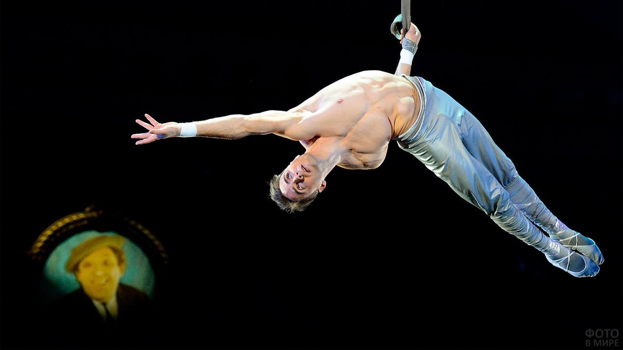 Акробат цирка Никулина
