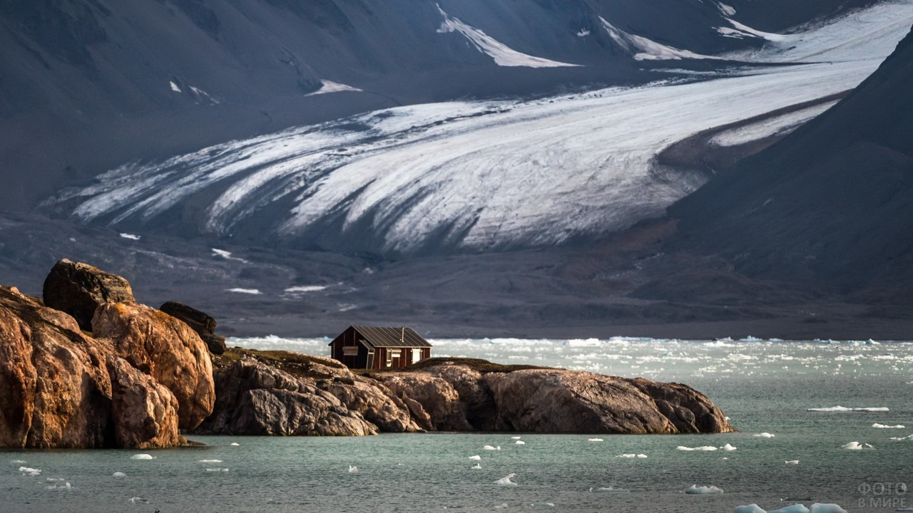 Домик на архипелаге Шпицберген
