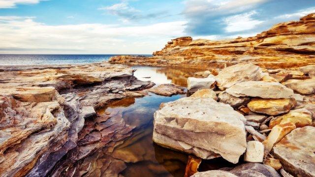 Каменистый берег Кольского полуострова