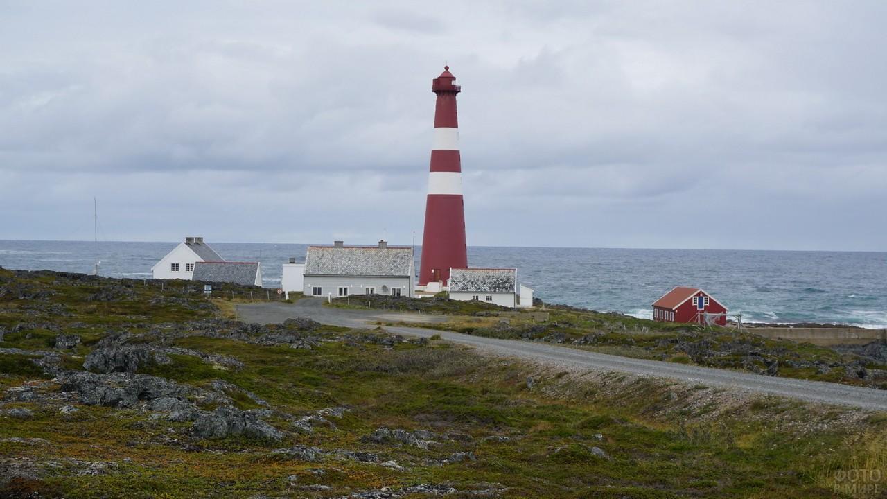 Маяк Слеттнес в Норвегии