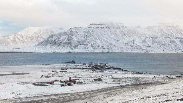 Остров Шпицберген в снегу