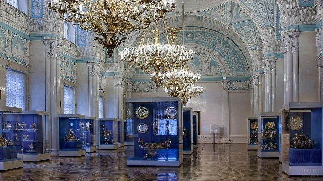 Экспозиция в александровском зале