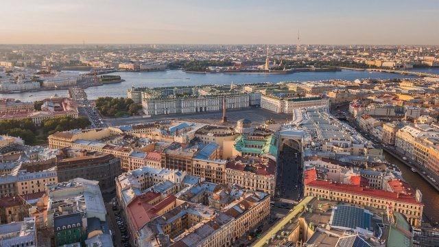 Вид на Дворцовую площадь с высоты птичьего полёта