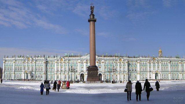 Заснеженная Дворцовая площадь