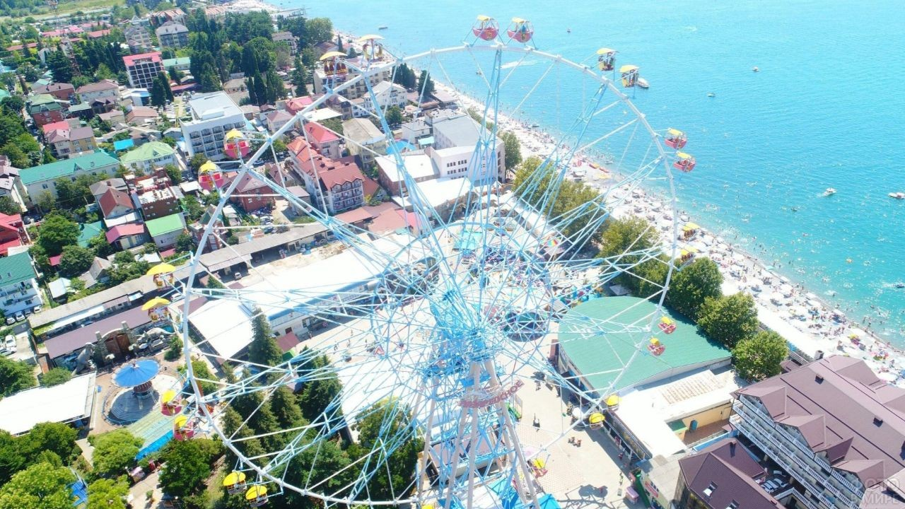 Большое колесо обозрения в Лазаревском курорте