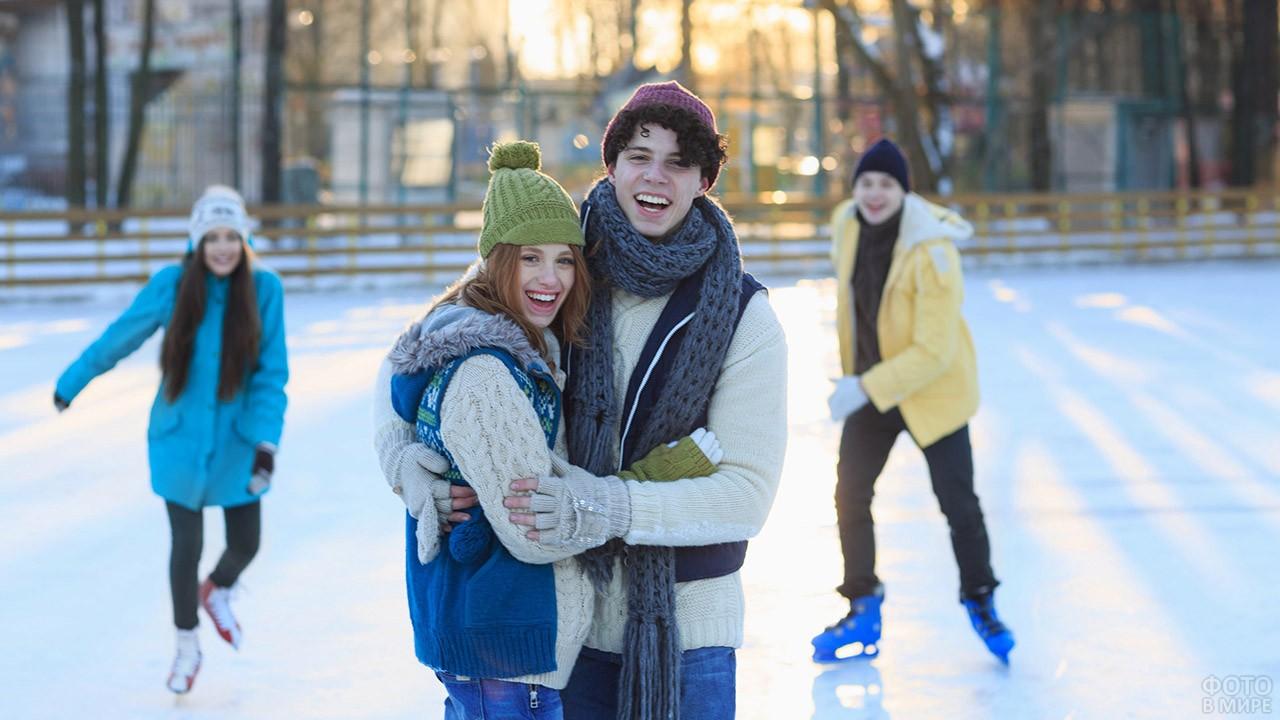 Молодёжь на катке Серебряный лёд