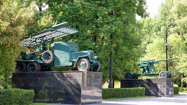 Выставка военной техники на площади Мужества