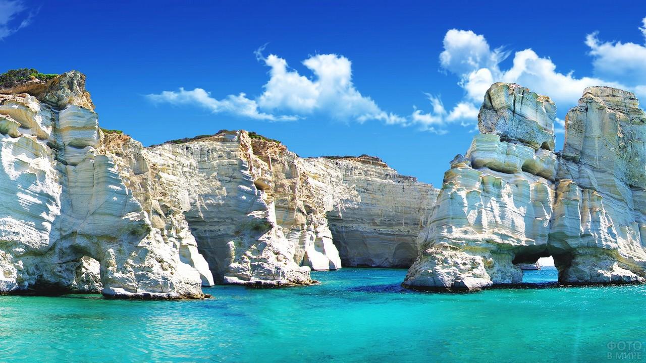 Белые скалы в Эгейском море