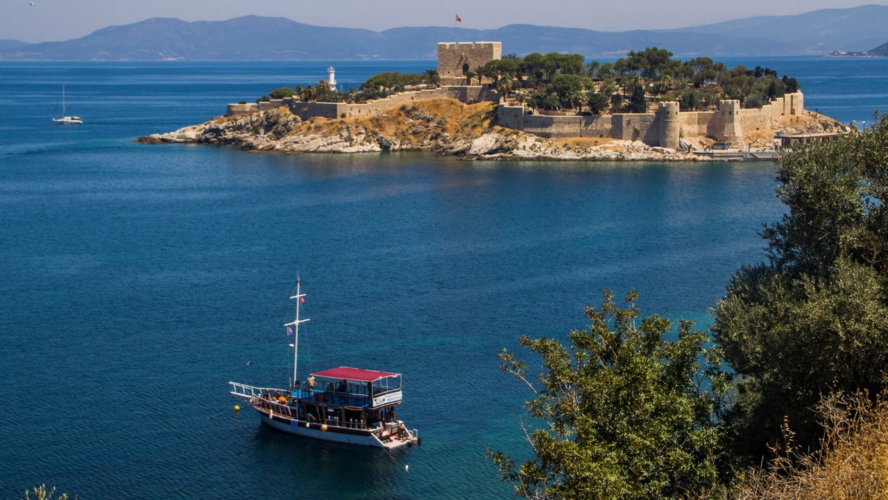 Крепость на острове в Эгейском море
