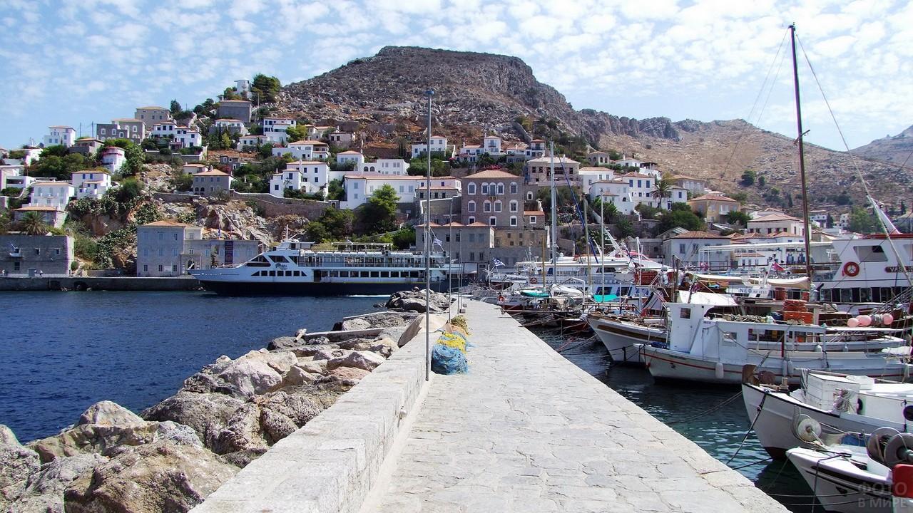 Набережная на греческом острове Миконос