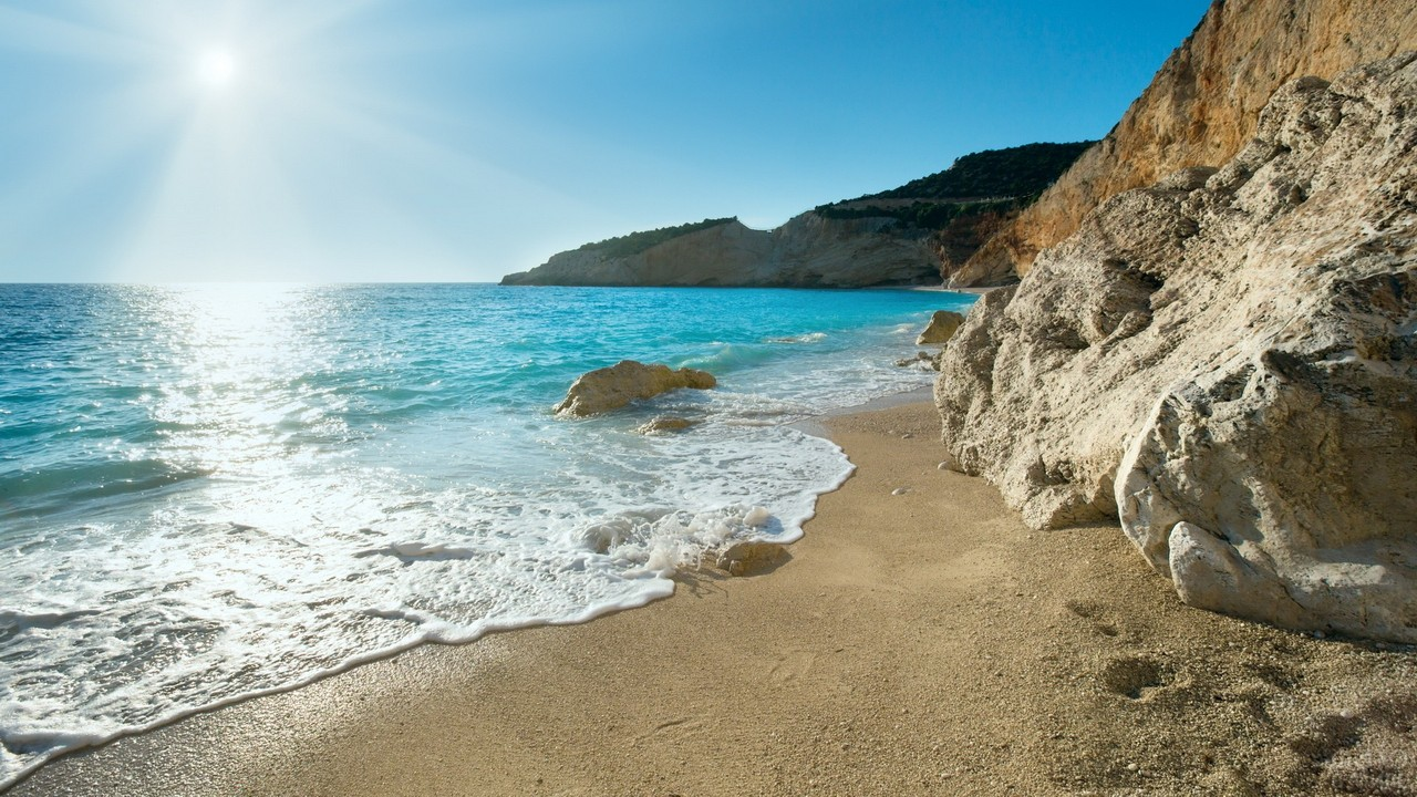 Песочный берег Эгейского моря