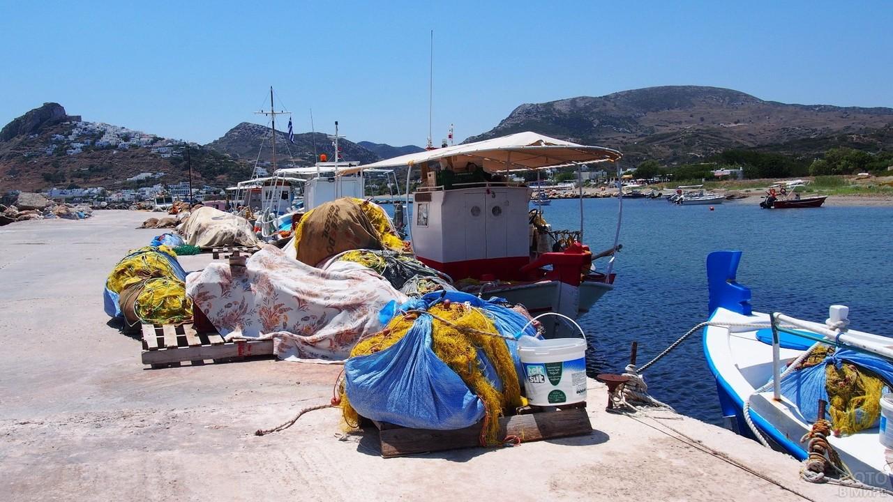 Сети на причале на острове Скирос