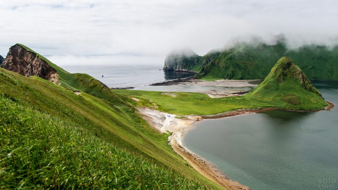 Остров Ушишир в Тихом океане