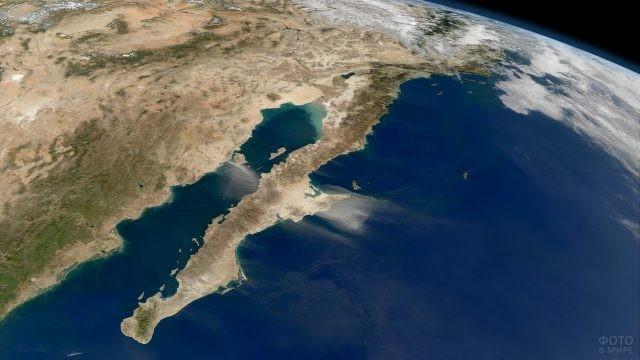 Полуостров в Тихом океане с космоса