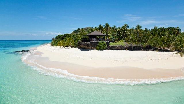 Солнечный остров в океане