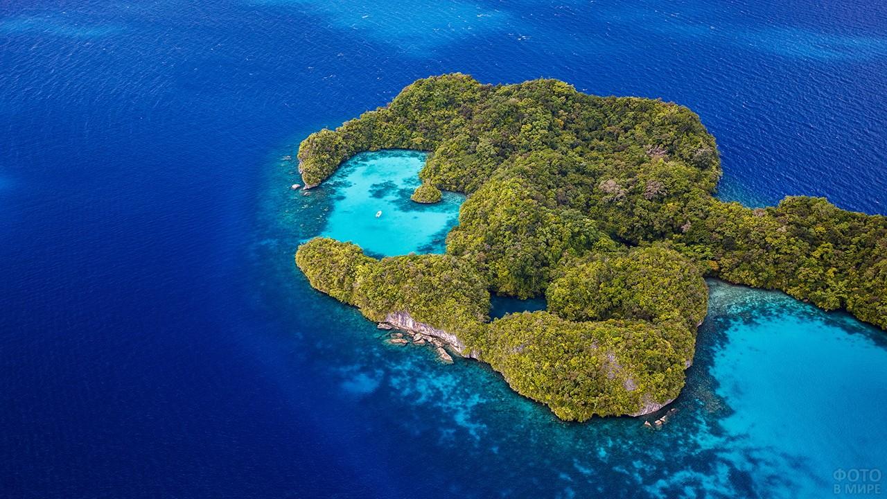 Тропический остров в Тихом океане