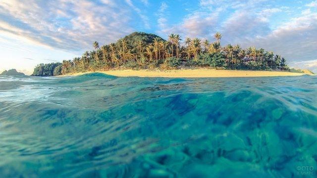 Вид на остров с океана