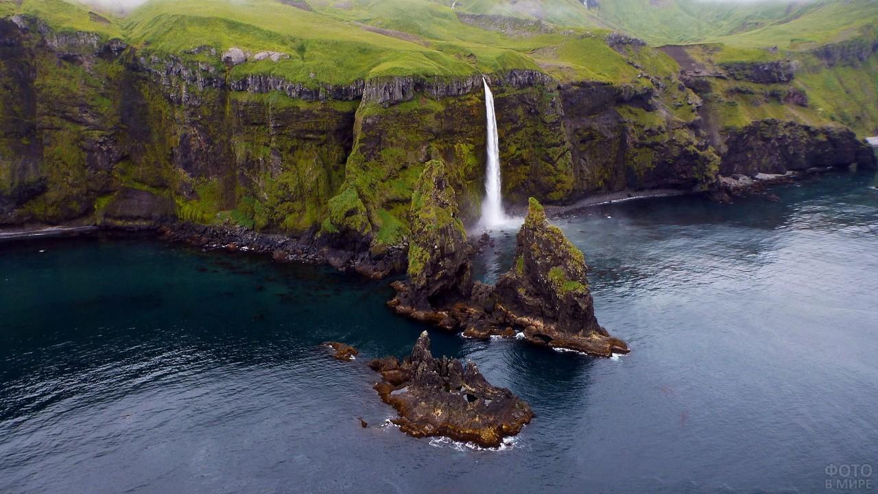 Водопад на Алеутском острове