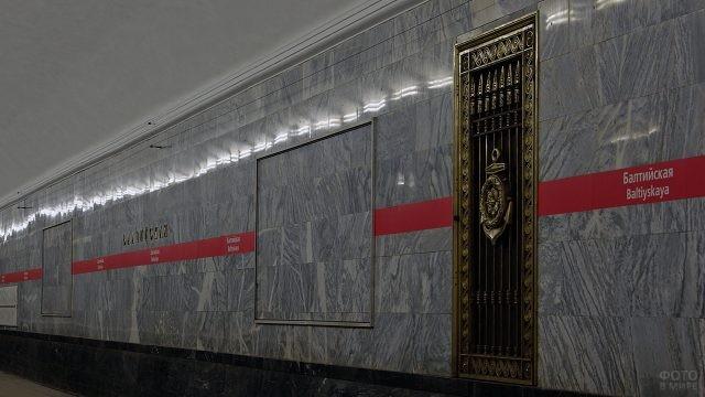 Декор на стене в метрополитене