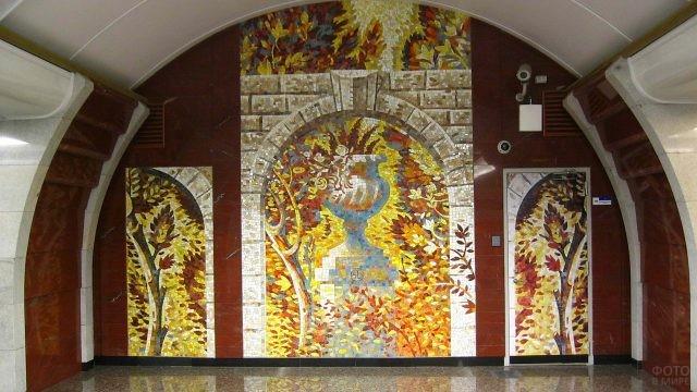 Картины из мозаики на стене