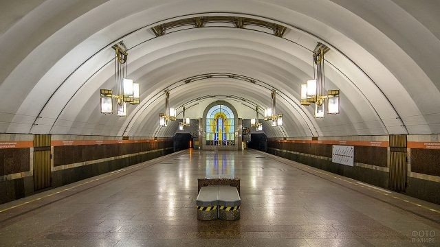 Платформа Лиговского проспекта в метро