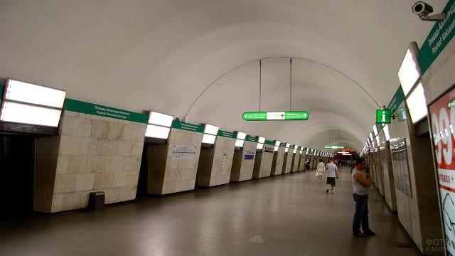 Площадь Александра Невского в метро