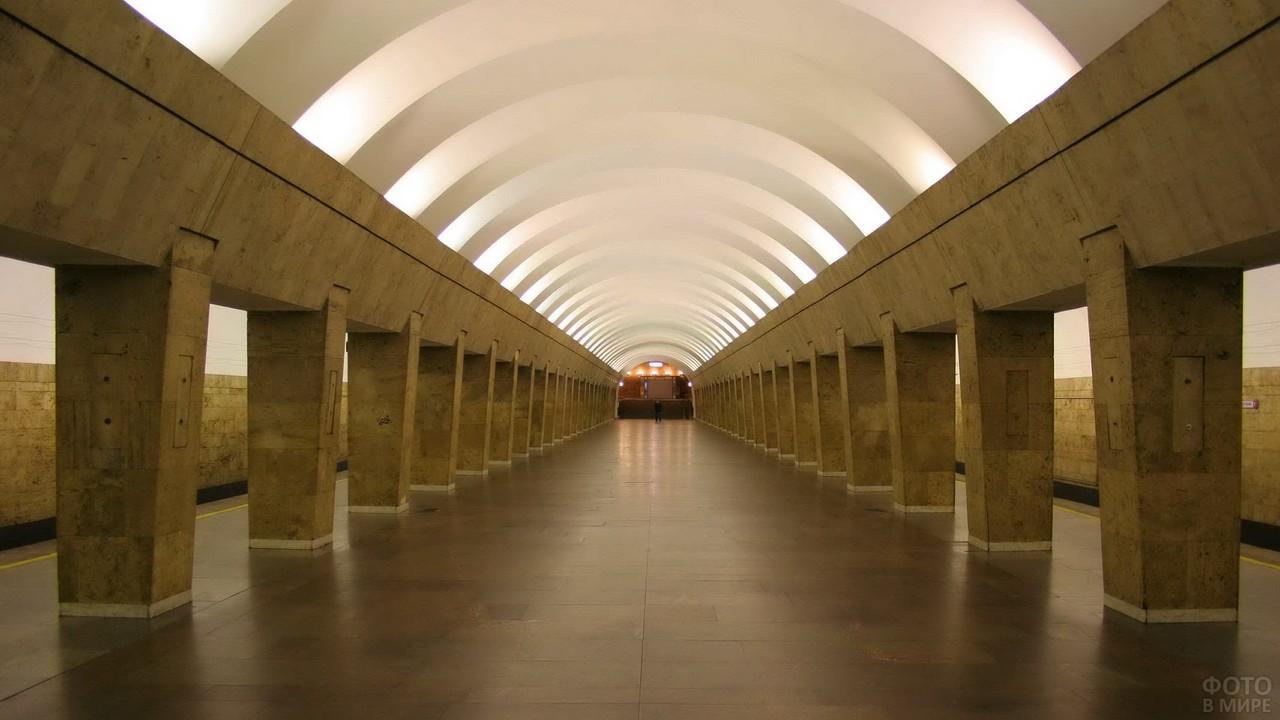 Скромная станция в метро Санкт-Петербурга