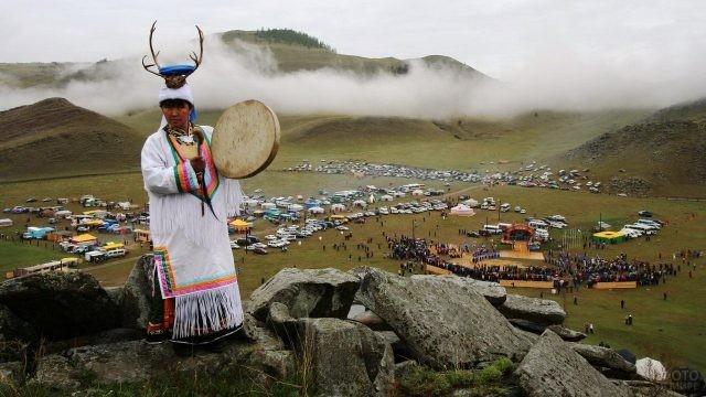 Байкальский шаман с бубном