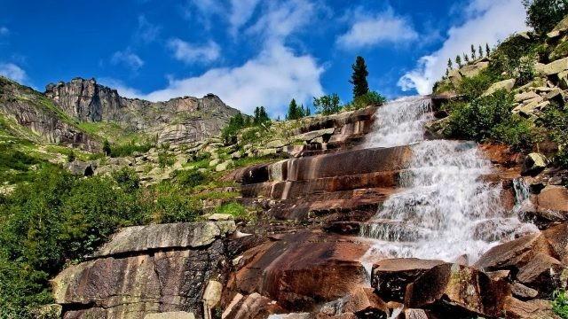 Мраморный водопад в Сибири