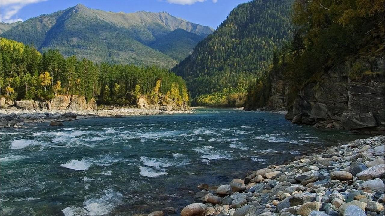 Река в Восточных Саянах