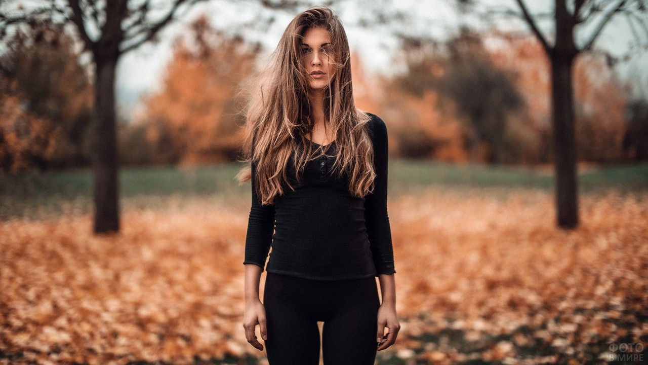 Девушка с растрёпанными волосами