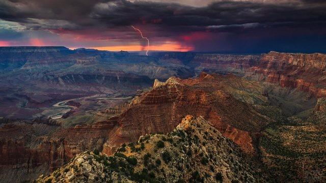 Грозовой фронт над плато Колорадо