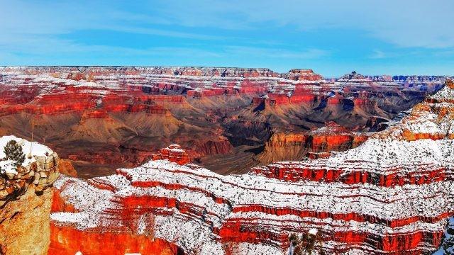 Снег на склонах Великого Каньона