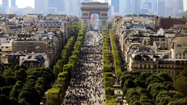 Панорама праздничного парада
