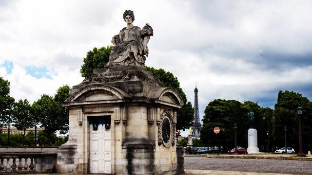 Статуя города Бордо на площади Согласия
