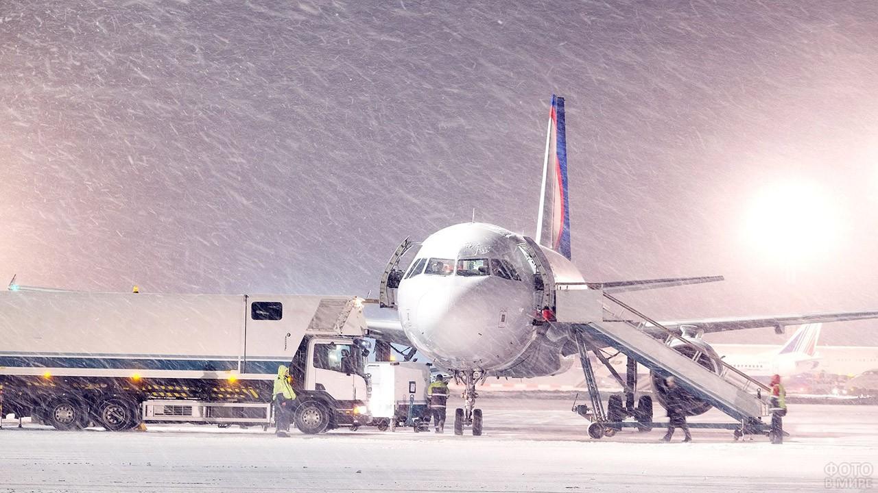 Самолёт в снежную бурю