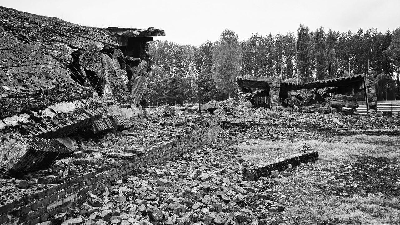 Руины газовой камеры и крематория